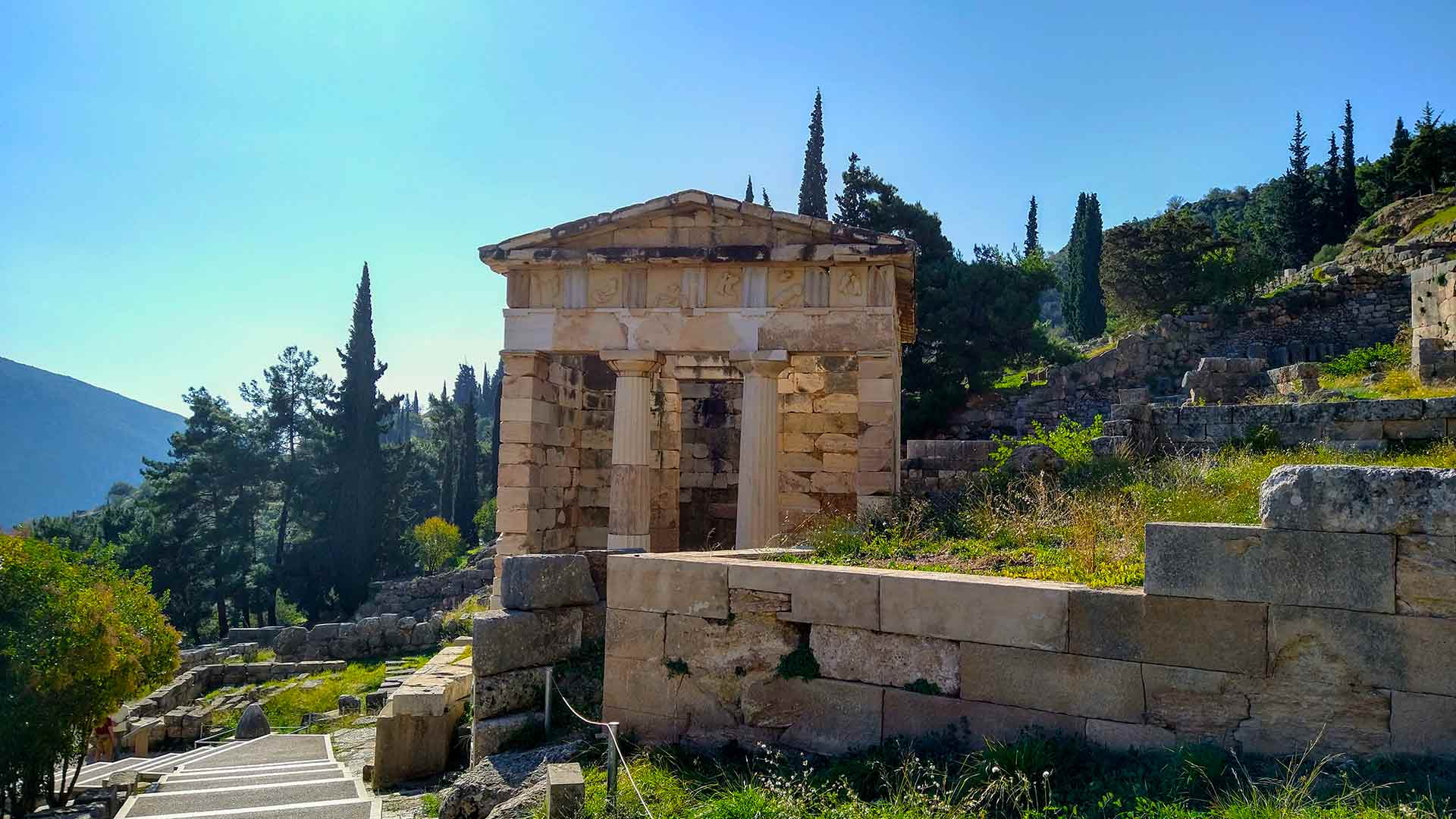 The Athenian Treasury at Delphi guided tour in Dutch or German
